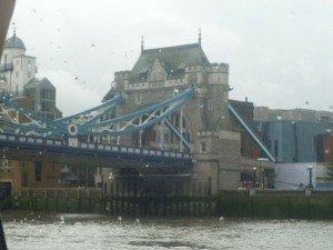 La tour de Londres vue du dehors dans Entre Liège et Madrid: Londres ? verano-2012-001-300x225